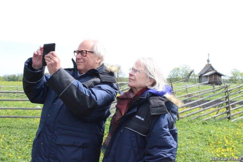 Питер Нобель-Олейников с супругой Анной на острове Кижи