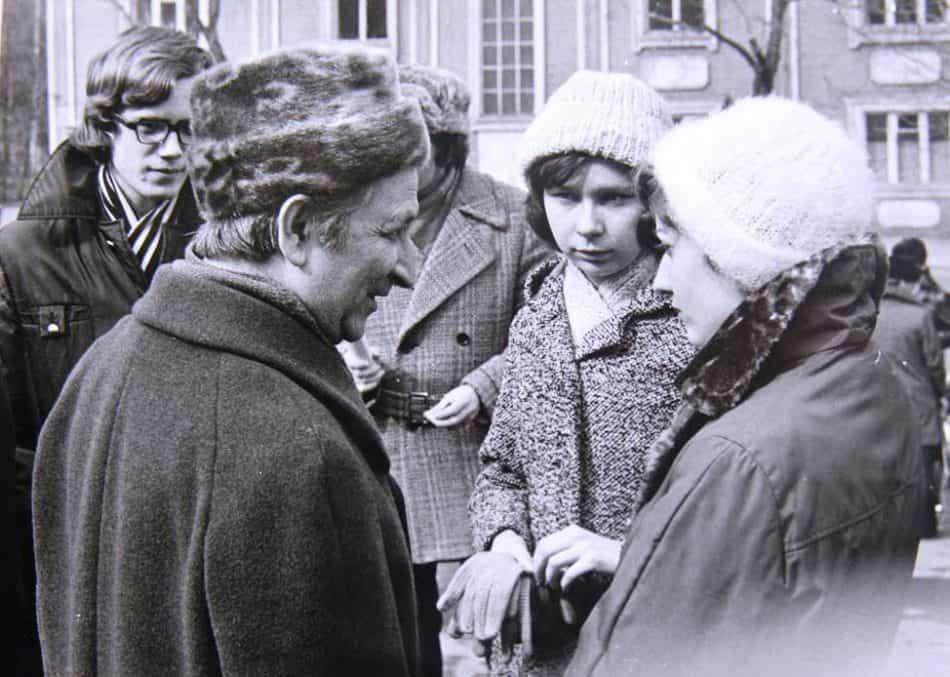 Наум Славин со студентами
