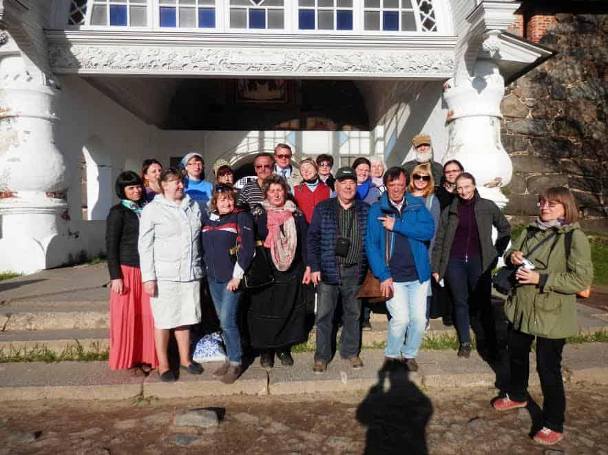 Карельские музейщики у стен Соловецкого кремля