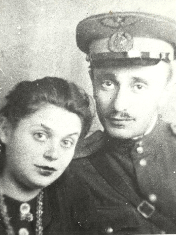 Александр Витухновский с женой в годы войны