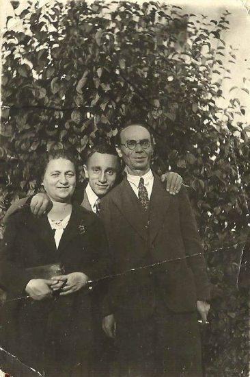 Александр Витухновский с родителями