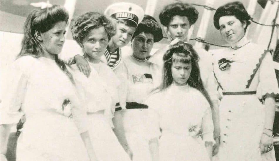 """Анна Вырубова с царскими детьми во время прогулки по финским шхерам на яхте """"Штандарт"""""""