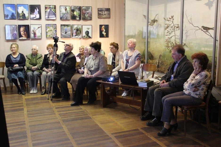 """В зале музея во время представления книги Людмилы Барановой «И дольше века…"""""""