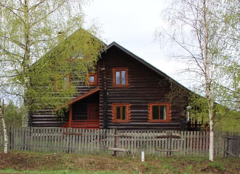 Дом и музей в деревне Акулова Гора заслуженных художников Ю.С. и И.Л. Грецких. Фотография С. Дмитриевой