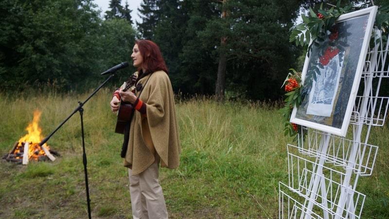 Наталья Ларцева очень любила исполнение Инной Кабашной песен на стихи Марины Цветаевой