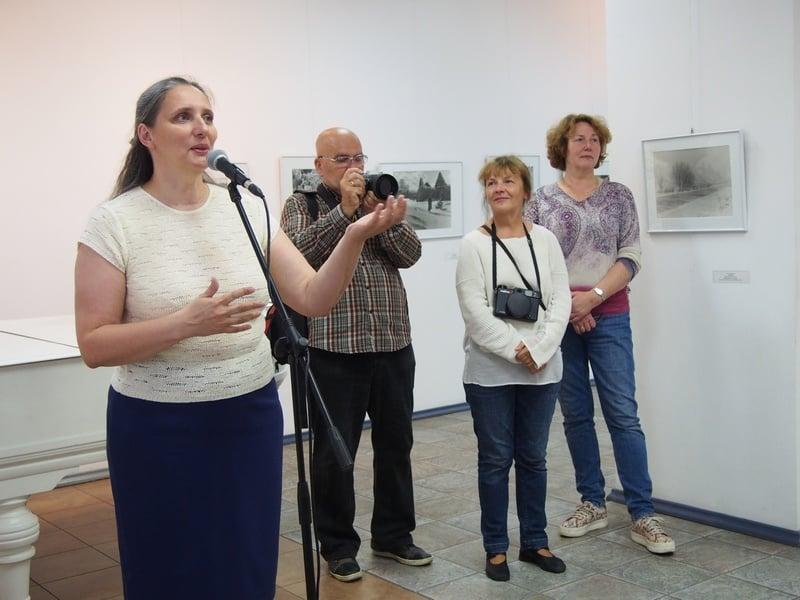 На вернисаже (слева направо) директор Городского выставочного зала Мария Юфа, Валерий Болтушин, Татьяна Андрианова, Мария Галенко