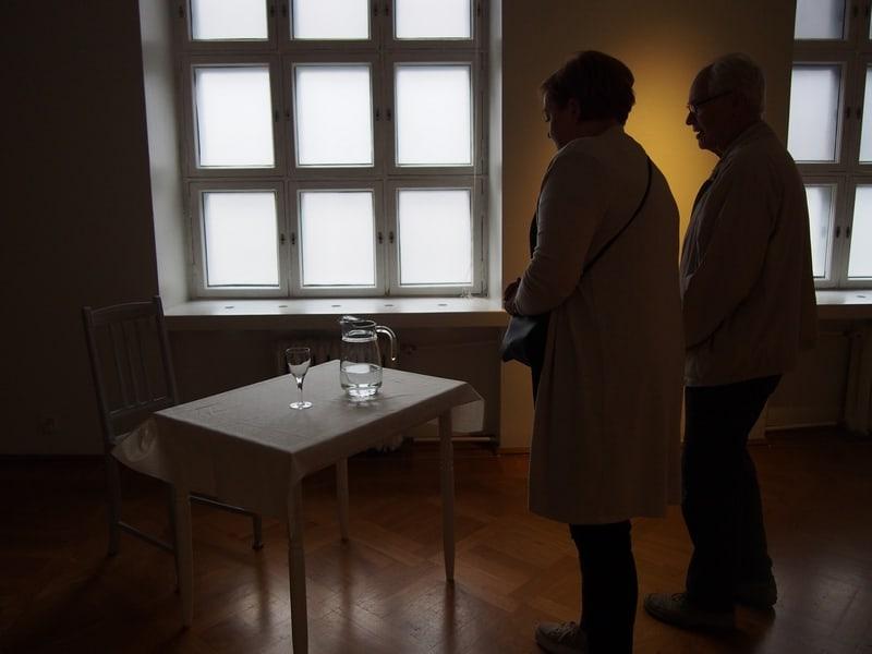 Leena Vosmanen. A glass of water, s'il vous plait! (Стакан воды, пожалуйста!)