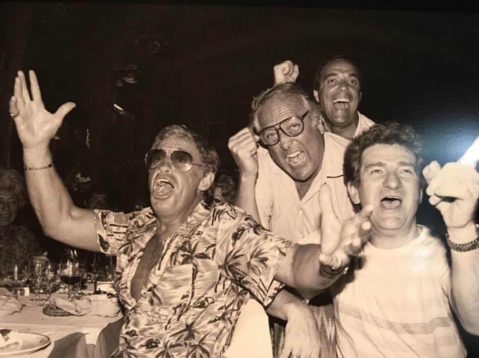 Актёр Жан-Поль Бельмондо, режиссёр, уроженец Ниццы Жорж Лотнер, певец Эдди Митчелл смотрят футбол. Фото Рафа Гатти (Raph Gatti, Nice-Matin)