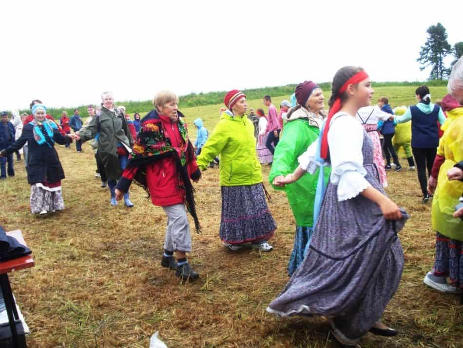 Кадриль танцевали не только артисты. Фото Тамары Шиковой