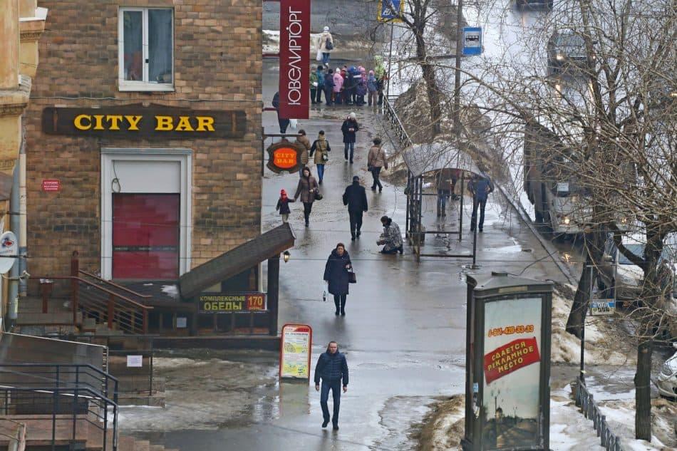 Владимир Ларионов запечатлел на этом снимке самый центр Петрозаводска - проспект Ленина. Не таким хотят люди видеть свой город