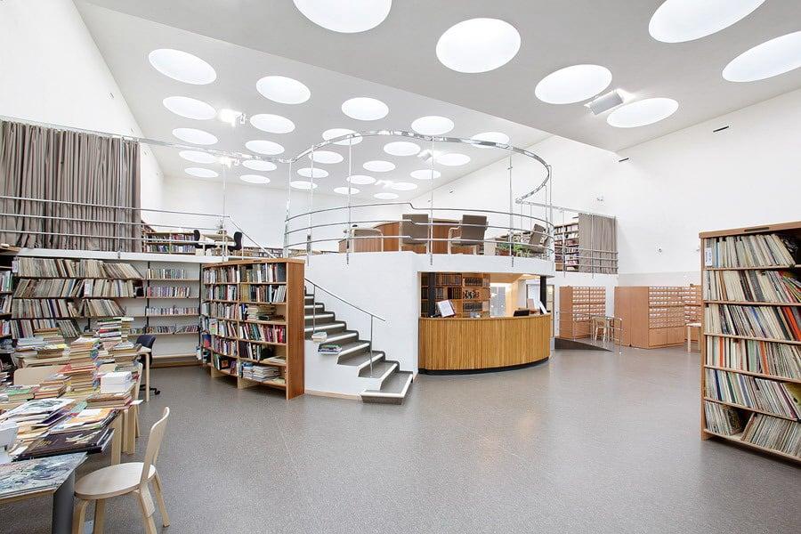 В хельсинкском музее Атенеум проходит большая выставка «Алвар Аалто - искусство и современная форма»