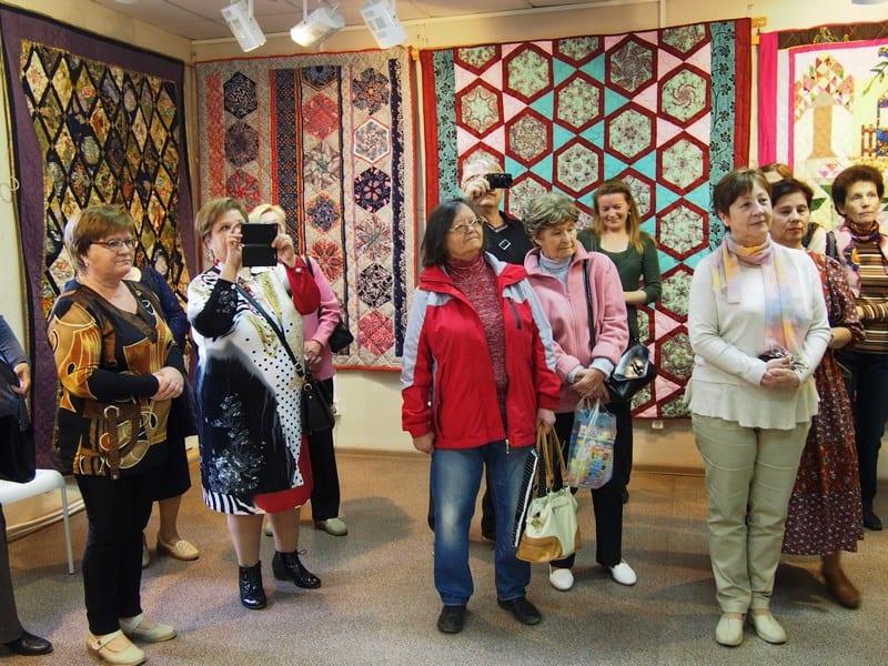 Выставка клуба «Лоскутная жизнь» из Кондопоги открылась в в петрозаводской Галерее промышленной истории