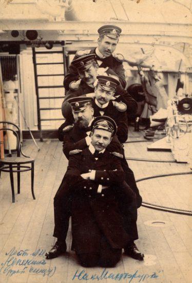 Начало 1900-x годов. Лейтенант Адриан Непенин на канонерской лодке «Манчжур» (второй снизу)