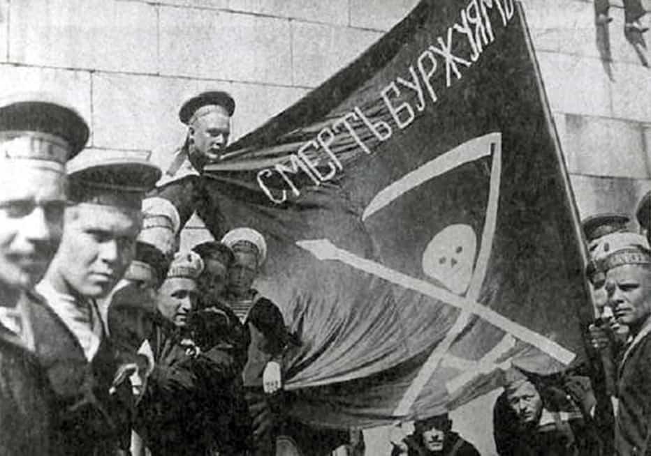 1917 год. Революционные матросы в центре Гельсингфорса
