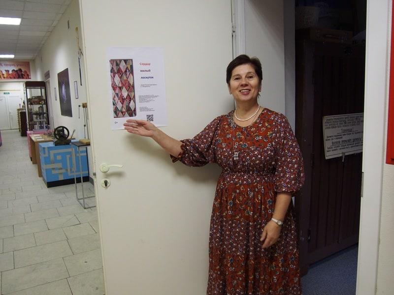 Светлана Григорьева встречает гостей у входа