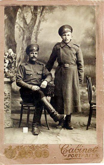Федор Андреевич Столбов с сослуживцем, с. Фоймогуба