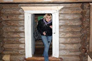 Юлия Алипова в часовне Ильи Пророка в селе Лазарово Медвежьегорского района