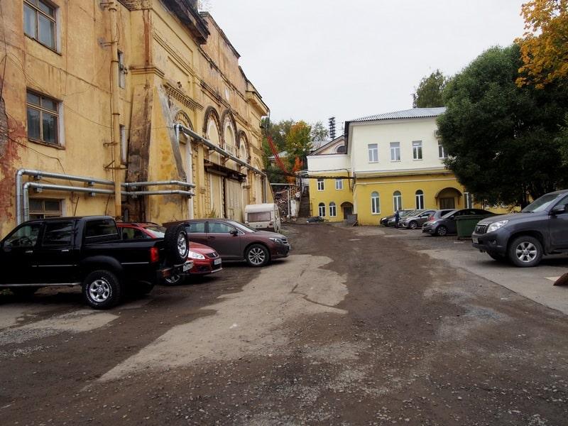 Здание кузнечного цеха (слева) сохранили