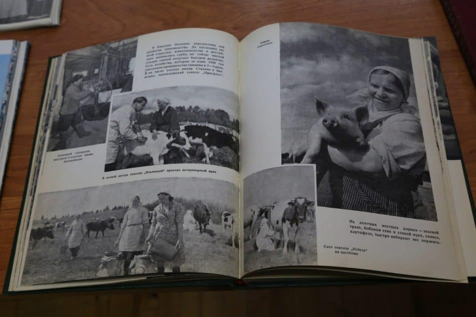 На выставке Петра Беззубенко в Нацархиве Карелии