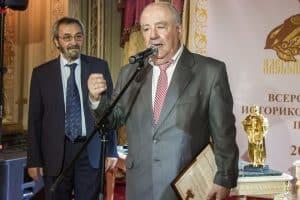 Директор Национального музея РК Михаил Гольденберг выступает на церемонии награждения