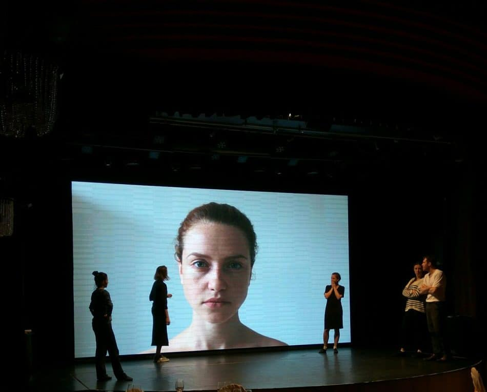 "Сцена из спектакля ""Лебеди"", фото: Мария Слоева"