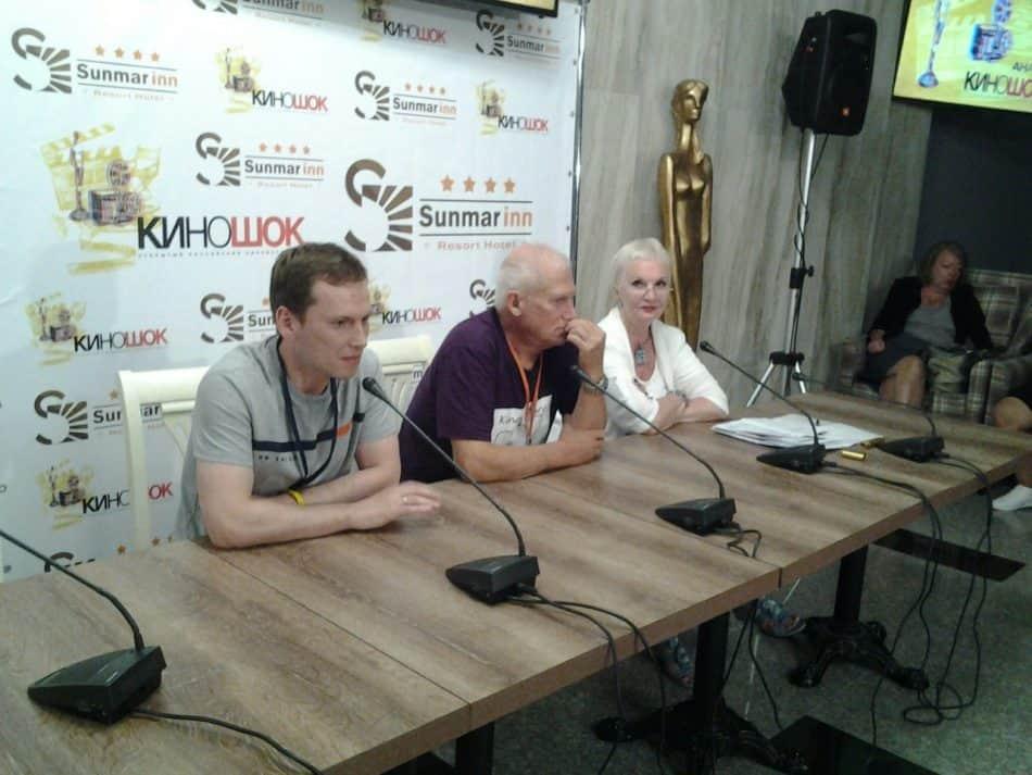 Иван Кульнев (слева) на пресс-конференции в Анапе