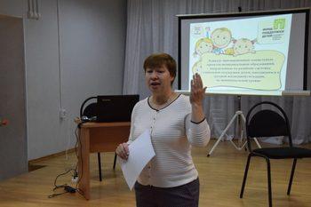 Татьяна Сеппянен рассказывает коллегам в Карелии о проектах, которые получили поддержку фонда