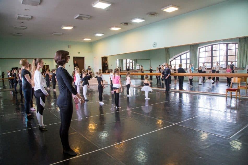Урок балета дает Наталья Гальцина