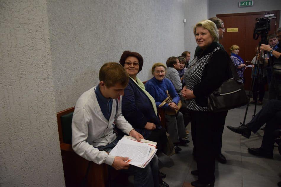 Галина Васильева с группой поддержки перед началом судебного заседания. Фото Марии Голубевой