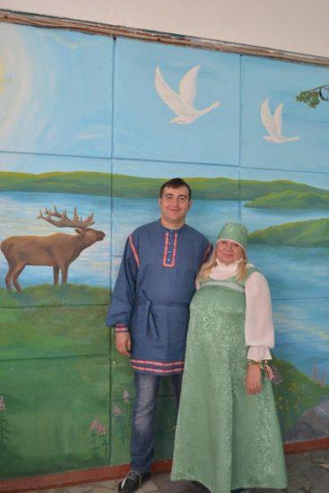 Александр Евсюков и Любовь Гудкова в карельских костюмах