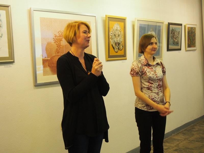 Выставку открывает Мария Бабаева, директор галереи