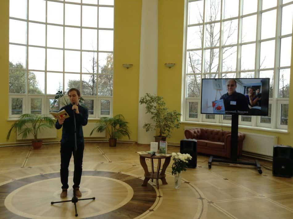 Артем Иванов читает стихи Николая Абрамова