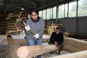 Адити Кхавенкар -   архитектор-реставратор из Индии. Впервые оказалась в северных краях. Фото из группы vk.com/kizhitraining