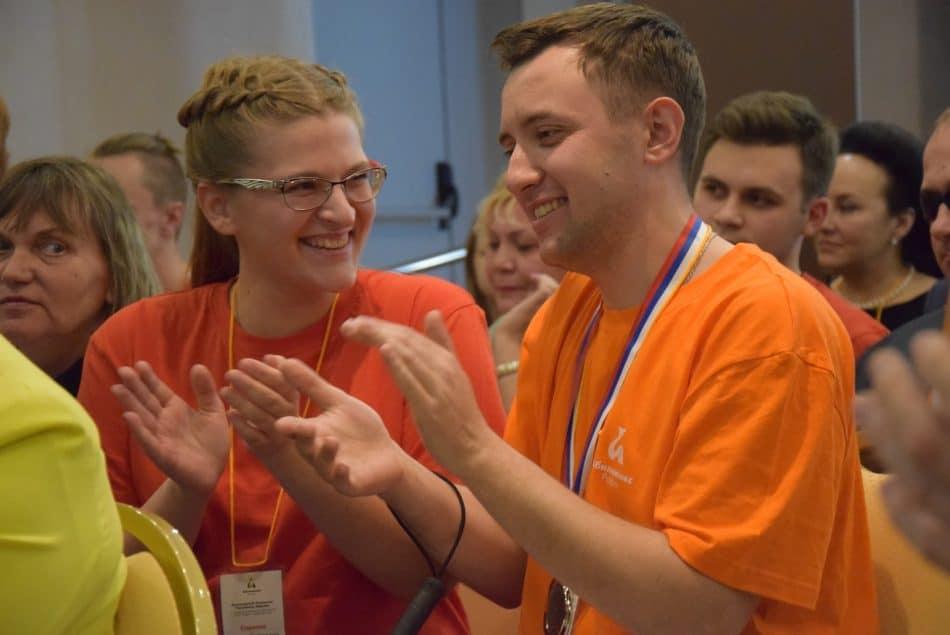Радость Михаила Магумова, победителя в номинации Массаж, и его волонтера