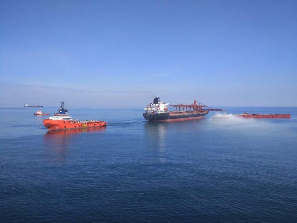 Bontrup Pearl на якорях засыпает будущий волнолом в Калининградском заливе, на контроле позиционирования буксир Errie. Валерий Железняков на мостике Бонтрапа