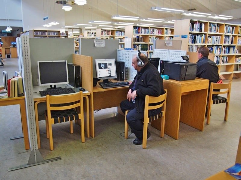 Несмотря на будний день, в библиотеке немало горожан