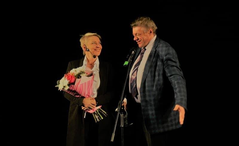 Сергей Соловьев, начальник управления культуры городской администрации, вышел на сцену еще раз - поучаствовать в конкурсе