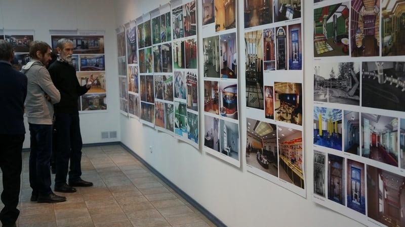 В Городском выставочном зале Петрозаводска открылась выставка «В поисках Сампо» творческой семейной династии Пермяковых - Маргариты, Юрия и Егора. Фото Ирины Ларионовой