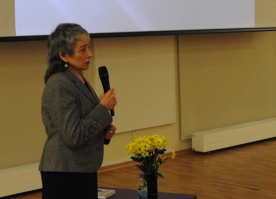 Элеонора Иоффе на презентации своей книги. Фото из архива Национальной библиотеки РК