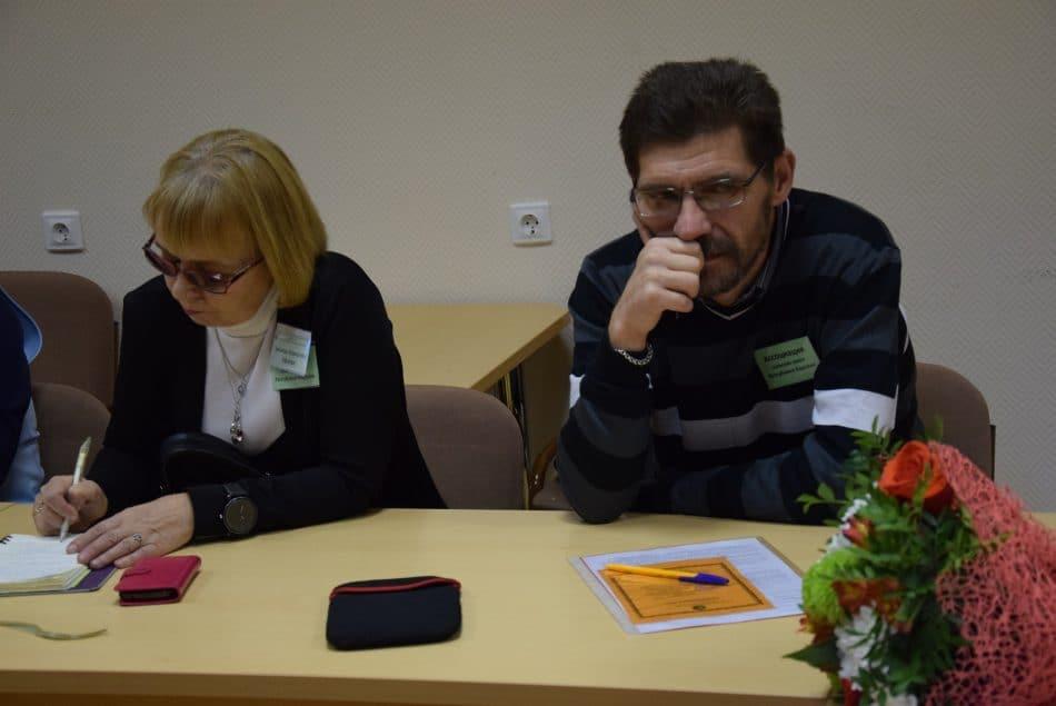 Зинаида Ефлова и директор Пряжинской средней школы Олег Степанов