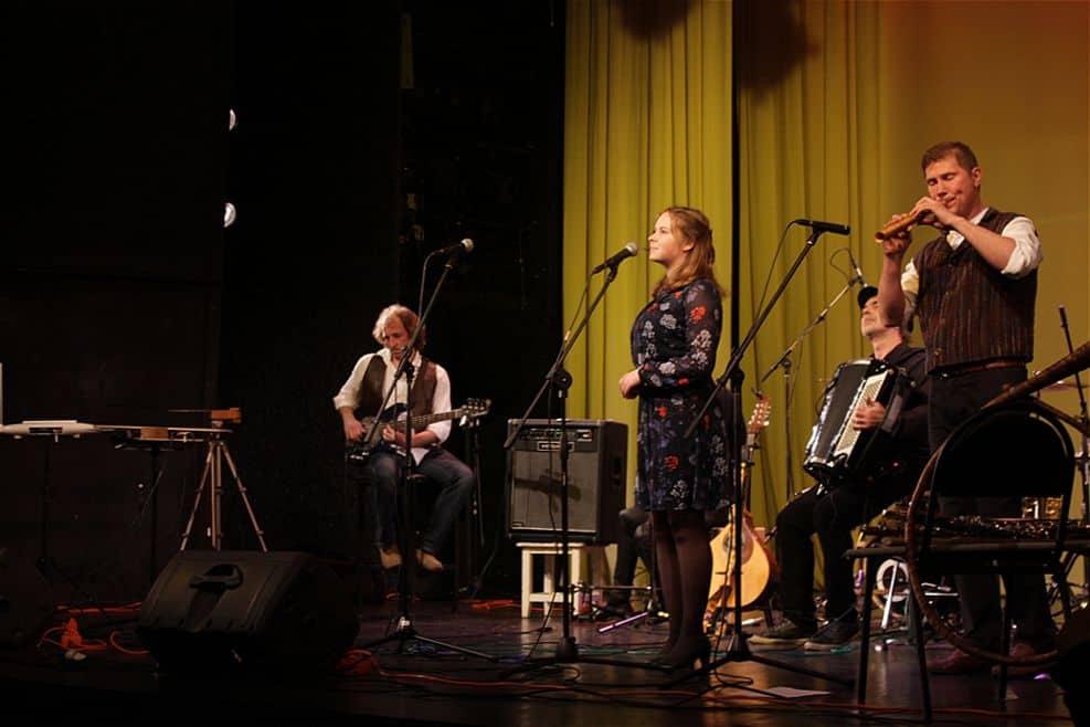 Приглашенная вокалистка Варвара Фадеева