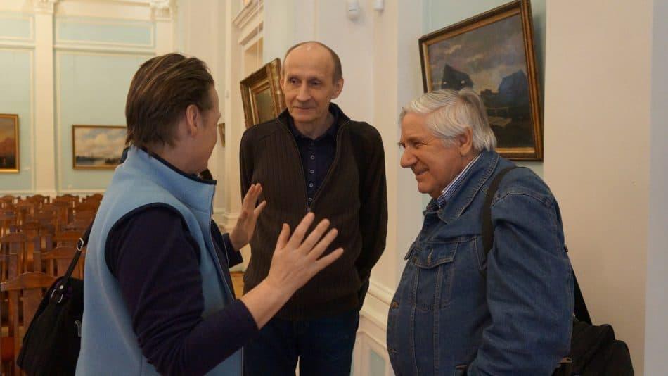 Виктор Николаевич Семеновкер (справа) на вернисаже. Фото Ирины Ларионовой