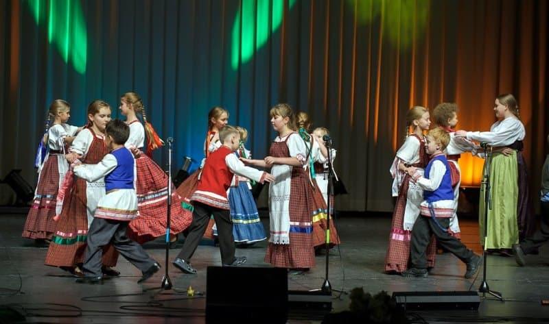 Детский фольклорный ансамбль Veslӓžed. Фото: www.shkolaiskusstv.ru