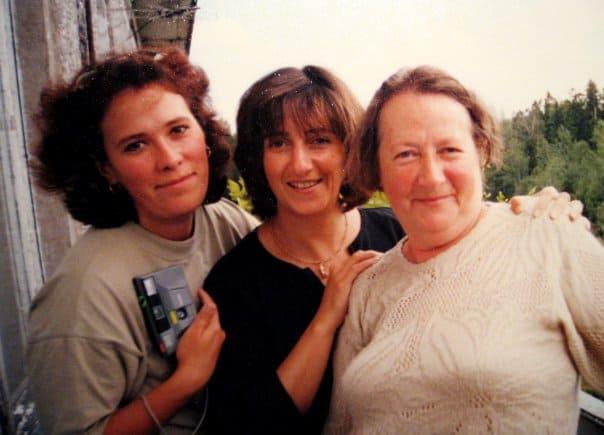Белла (слева), Лиза Руднева и Лидия Новинская