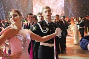 Карельские кадеты станцевали вальс и полонез в Кремле