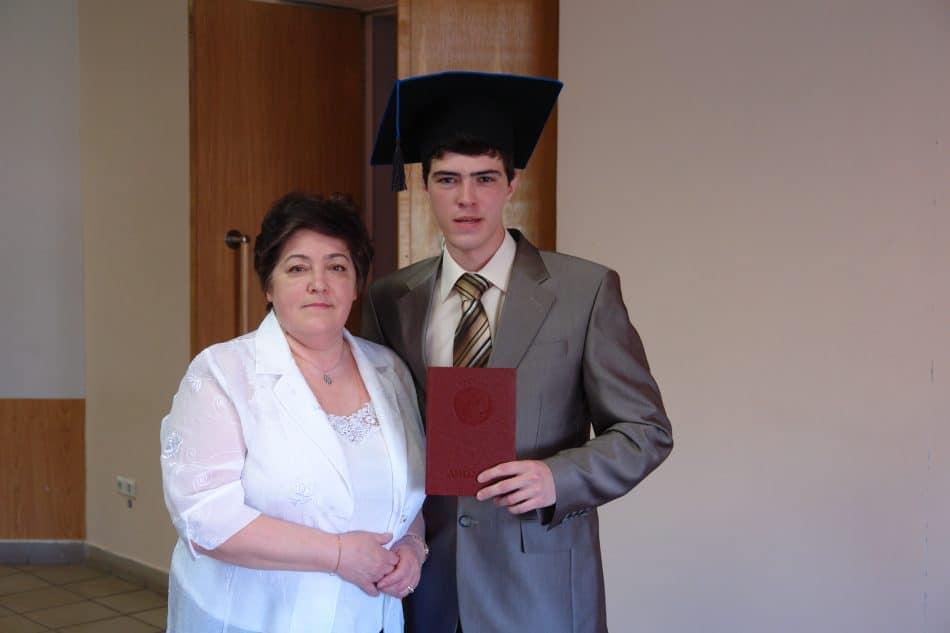 Александр Семенов с мамой Галиной Викторовной. Получение диплома магистра