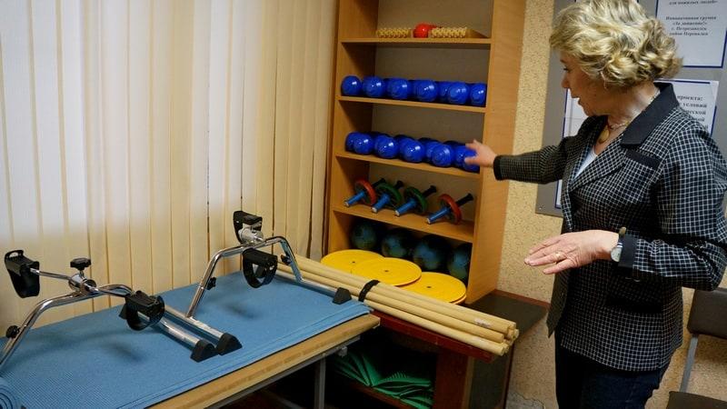 Анна Скотти демонстрирует новое спортивное оборудование