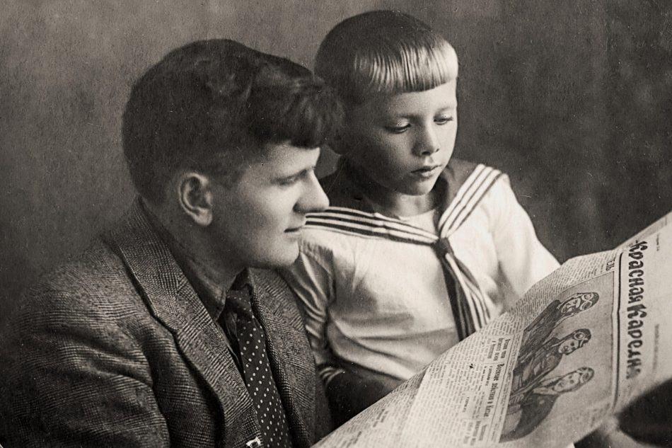 Маленький Миша с дядей Колей