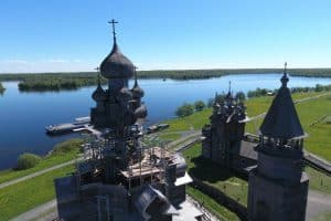 Реставрация Преображенской церкви на острове Кижи должна завершиться к концу 2019 года