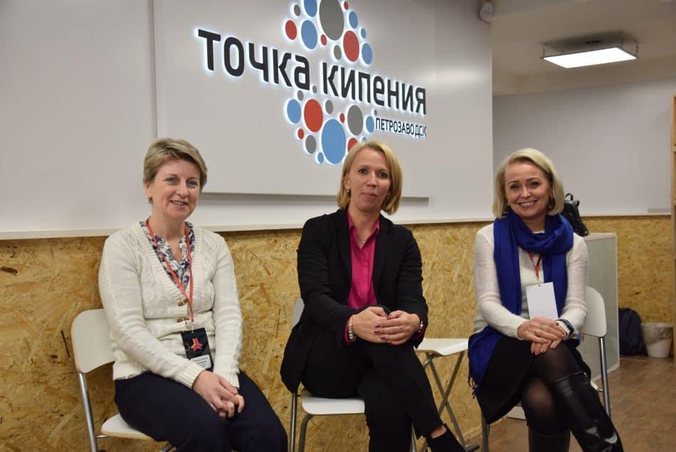 Наталья Кармазина (в центре) с участницами съезда
